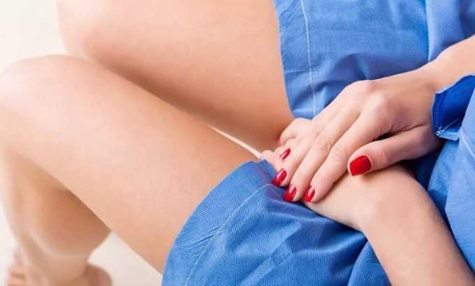 Дискомфорт и боль при цистите может сохраняться в состоянии покоя и сопровождаться жжением и зудом