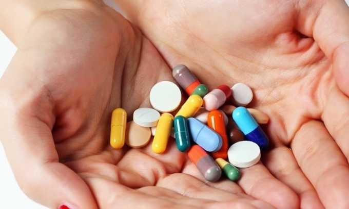 Если болезнь проявилась у ребенка, то врачи проводят консервативную терапию, которая подразумевает применение медикаментов