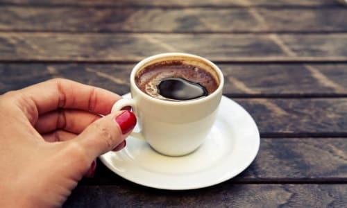 От употребления кофе при цистите, как и от крепкого чая, лучше воздержаться