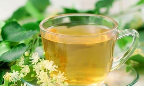 Принимать травяные лекарства можно в виде отваров и настоек