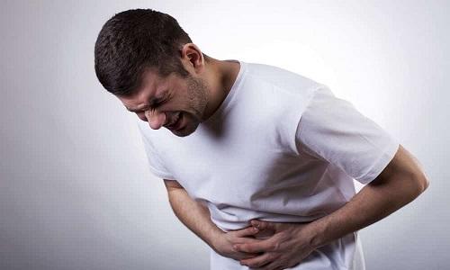 Мужчины обладают узкой длинной уретрой, поэтому источником заражения чаще являются другие органы, а не внешняя среда. В таких случаях цистит протекает на фоне первичного заболевания и ухудшает общее состояние больного