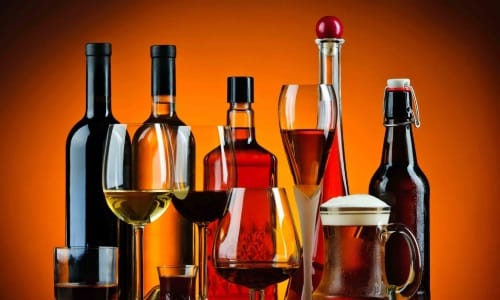 Все спиртные напитки негативно влияют на состояние слизистой мочевого пузыря и увеличивают риск возникновения воспалительного процесса
