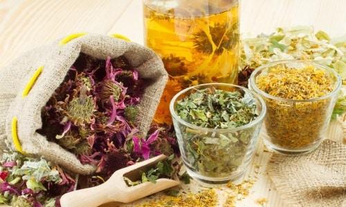 При цистите используют и лекарственные травы, и другое сырье