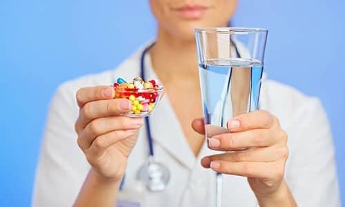 При воспалении мочевого пузыря назначаются препараты, направленные на подавление болезнетворных микроорганизмов, и средства, обладающие мочегонным эффектом, т. к. вместе с уриной, отделяясь от стенок мочевого пузыря, выходят микробы