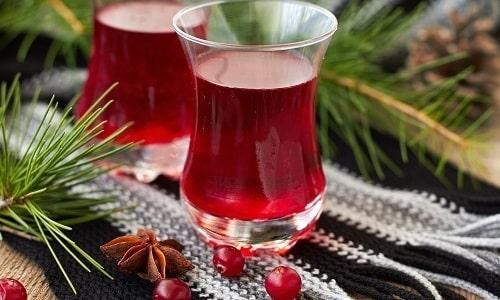 Хороший антибиотический и мочегонный эффект имеет морс из ягод брусники
