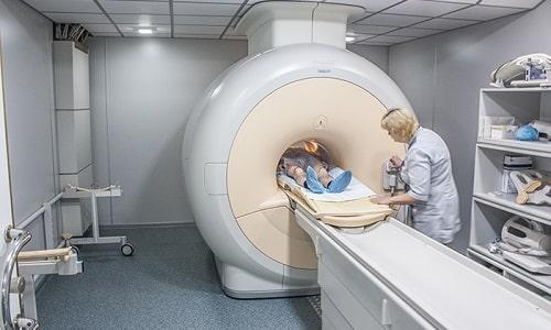 Для обнаружения пиелонефрита врач назначает дополнительные исследования, которые включают компьютерную томографию и урографию