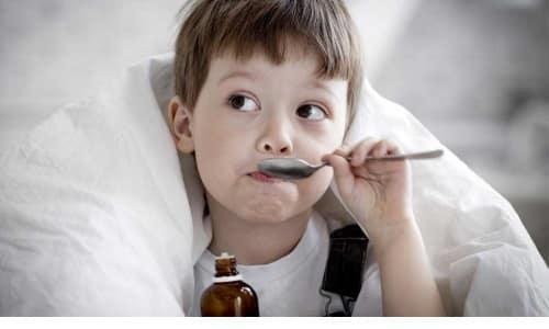 Чтобы облегчить боль, можно дать маленькому пациенту противовоспалительные средства на основе ибупрофена или парацетамола