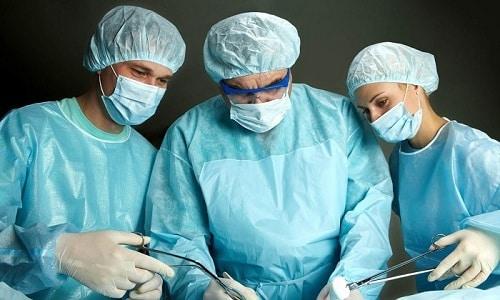 Цистит может развиться после операции на мочеполовых органах, проведение которых требует введение катетера или использование цистоскопа