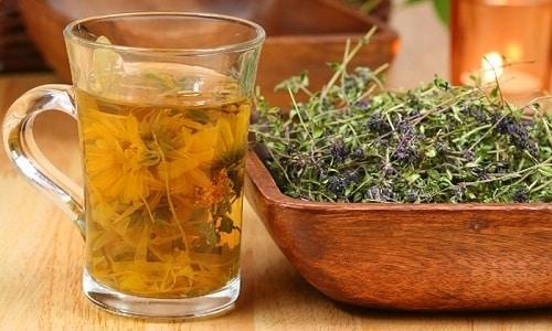 Для лечения воспаления применяют отвары лекарственных растений