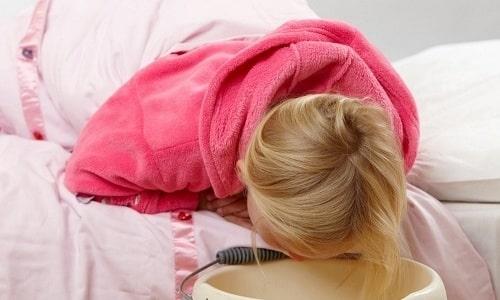 У детей могут начаться побочные реакции после приема препаратов. Например, рвота