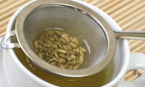 Семена укропа нужно измельчить в кофемолке до состояния муки. 1 ч.л. полученного средства нужно залить стаканом кипятка и оставить на ночь настаиваться