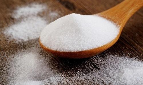 Пищевая сода способна бороться с болезнетворными бактериями, а также она помогает устранить жжение и боль, сопровождающие цистит