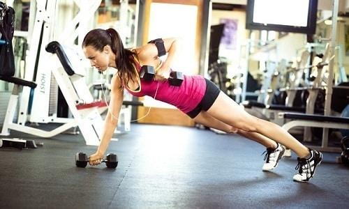 Спорт при цистите может как навредить организму, вызвав рецидив или осложнение, так и принести пользу, улучшив кровоток в органах малого таза