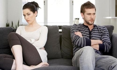 Гомеопат В.В. Синельников считает, что психосоматический цистит появляется у женщин, которые испытывают негативные эмоции по отношению к половому партнеру