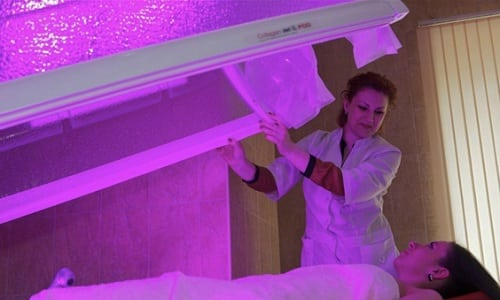 Инфракрасные лучи ускоряют восстановительные процессы в тканях, снижают тонус мускулатуры мочевого пузыря, снимают боль. Облучение производится с помощью ламп и светотепловой ванны