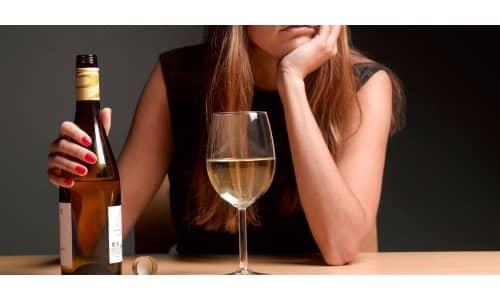Этиловый спирт вызывает агрегацию эритроцитов и оказывает токсическое влияние на клетки печени, вызывая гибель клеток
