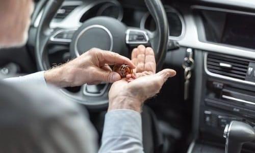 Больным во время использования лекарства желательно отказаться от вождения автомобиля