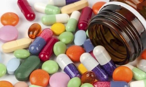 Назначение Ибупрофена совместно с другими противовоспалительными средствами грозит увеличением количества побочных реакций