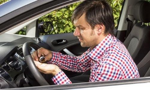 Водить автомобиль и заниматься потенциально опасной деятельностью в период использования медикаментозного средства нежелательно