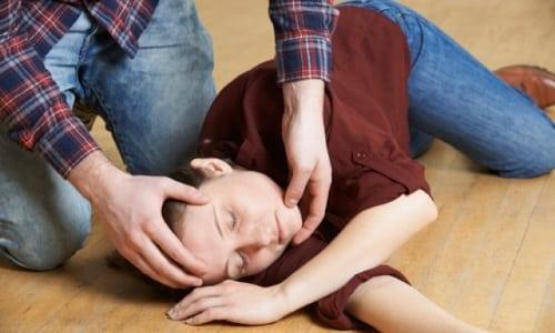 К относительным противопоказаниям относят эпилепсию