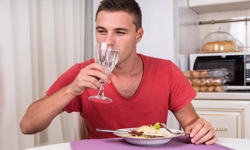 Принимать препарат желательно в начале приема пищи, что обеспечивает оптимальный уровень всасывания активных веществ