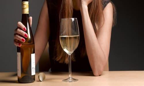 Сочетать прием таблеток с напитками, содержащими алкоголь, не рекомендуется