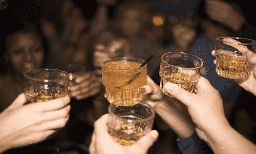 Лекарство не применяют вместе со спиртосодержащими напитками