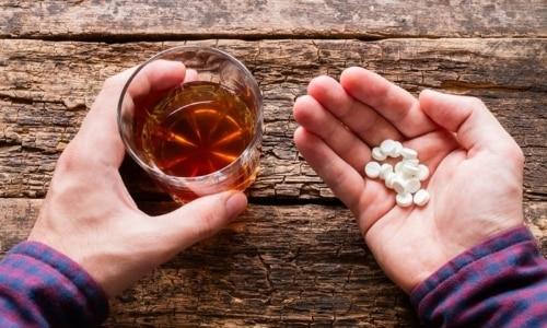 Одновременный прием таблеток с алкогольными напитками может привести к ортостатической гипотензии