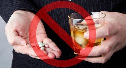 Не рекомендуется принимать алкоголь во время курса терапии