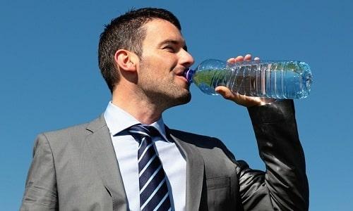 Чтобы избавиться от последствий передозировки препаратом нужно обильное питье
