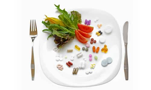При приеме препарата во время пищи его всасывание снижается на 30%