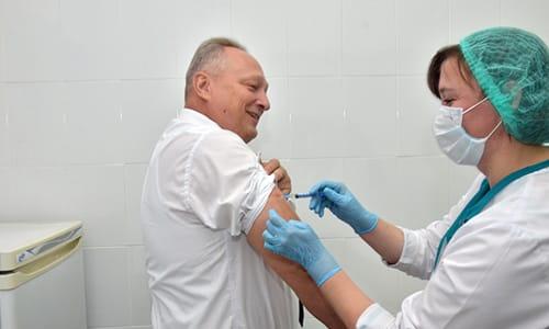 При парентеральном введении раствора максимальная концентрация активных веществ в плазме крови достигается через 20 минут