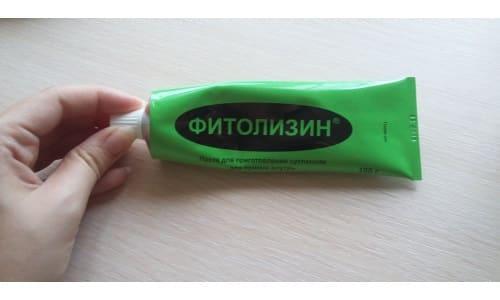 Препарат выпускается в форме пасты, похожей на гель, зеленовато-коричневого цвета, мягкой консистенции со специфическим запахом