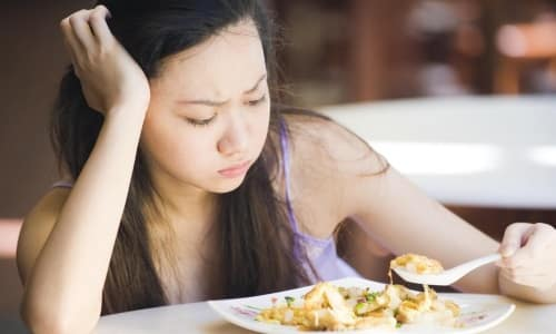 Со стороны органов ЖКТ пациенты часто жалуются на снижение аппетита