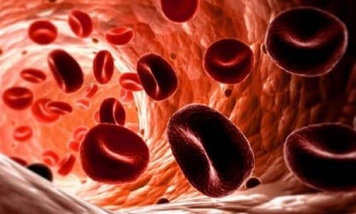 От препарата уменьшается активность тромбоцитов, нарушается их связываемость друг с другом и со стенками сосудов