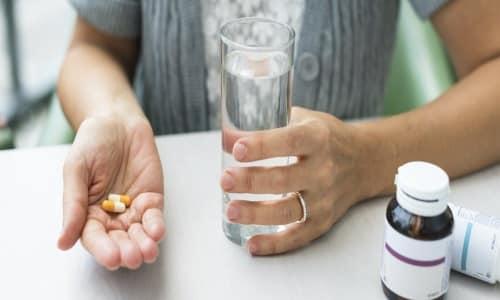 Нужно пить капсулы за полчаса-час до еды, при этом необходимо запивать достаточным количеством воды