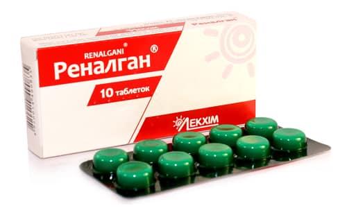Таблетки отличаются плоскоцилиндрической формой и беловатым оттенком, в составе таблеток имеется 3 действующих вещества