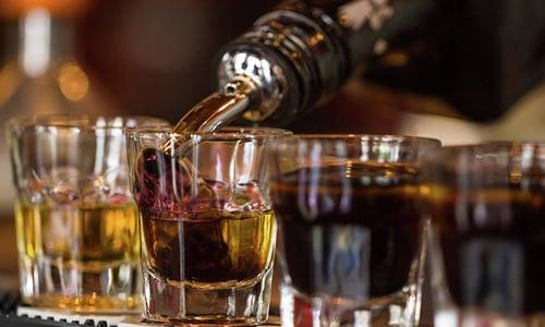 Необходимо отказаться от приема алкоголя при прохождении терапии данным медикаментом
