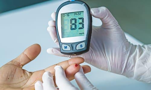 Осторожность при использовании средства следует проявлять людям с сахарным диабетом