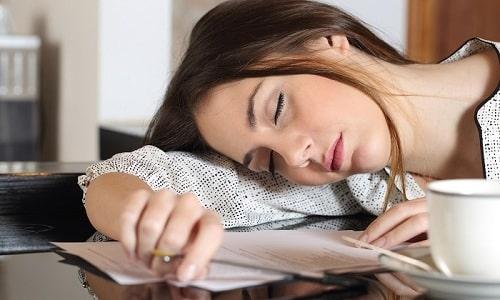 При использовании большого количества суппозиториев человек чувствует сонливость