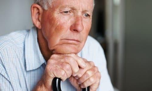 Не назначается Папаверин в пожилом возрасте, так как средство может вызвать гипертермию