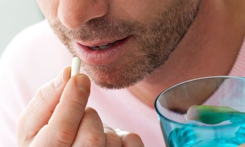 Во время приёма лекарства капсулы нельзя разжевывать, они должны проглатываться целиком